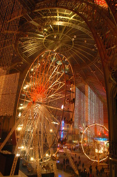 See the media:Jours de fête, 2005. The big wheel putting heads in a spin.