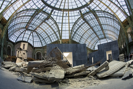 See the media:Monumenta 2007, Anselm Kiefer. Panoramic view.