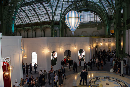 See the media:Biennale des antiquaires 2012. Le stand du joaillier Harry Winston