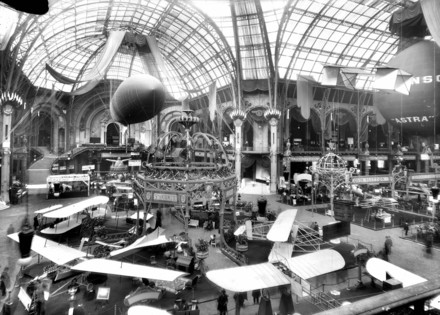 Voir le média:Salon de l'aviation au Grand Palais. Paris, octobre 1910.