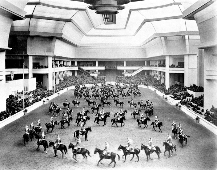 See the media:Horse show in April 1937