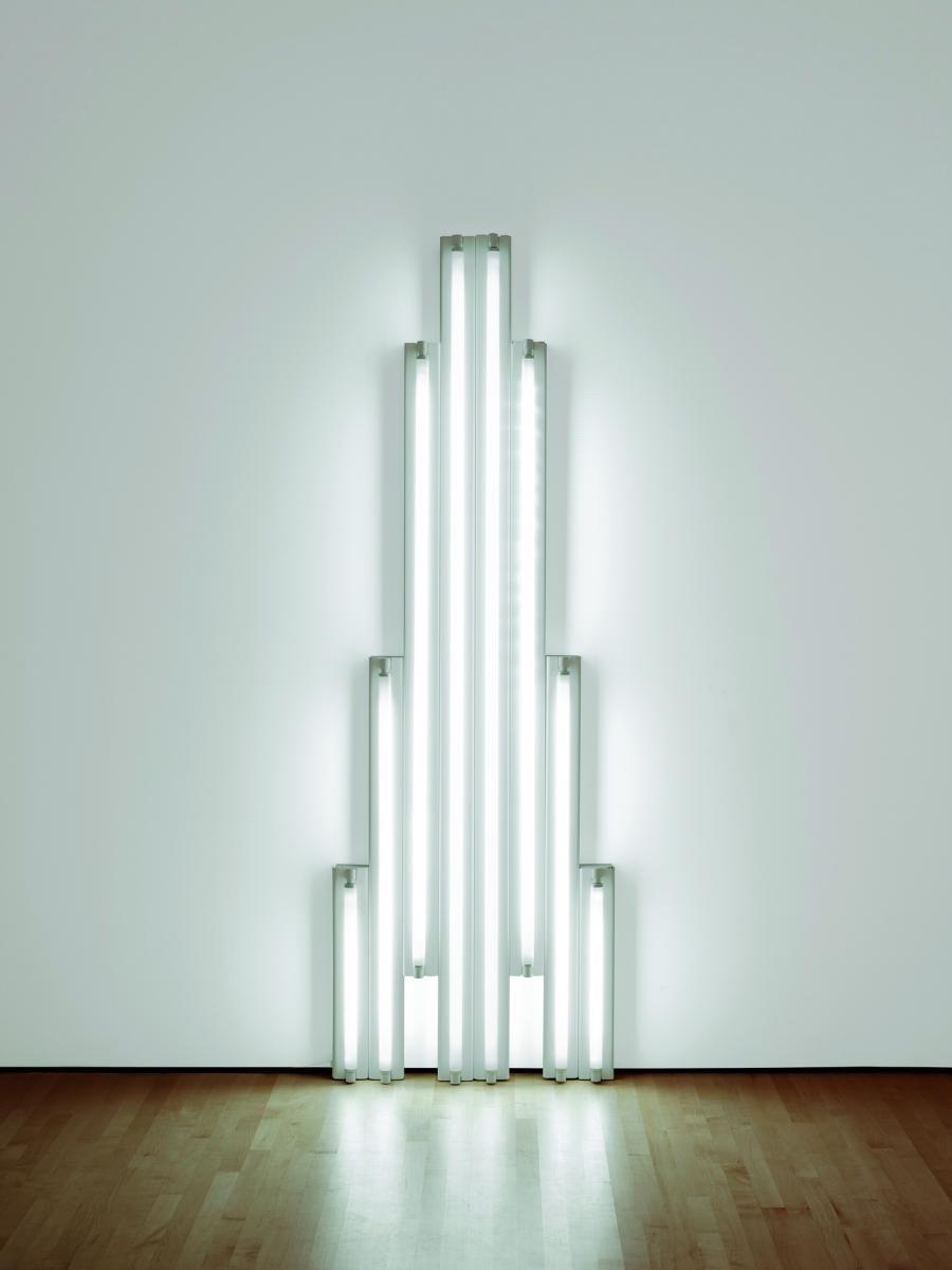 Carl andre et dan flavin artistes minimalistes rmn for Oeuvre minimaliste
